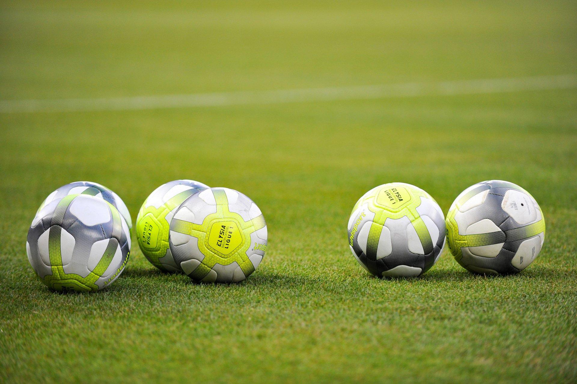 Ligue-1-Conforama-3 Как выбрать и купить футбольный мяч?